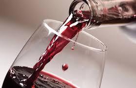 vino-versato-rosso