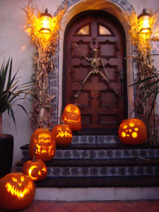 90-cool-outdoor-halloween-decorating-ideas-25
